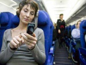 Uçaklarda cep telefonu kullanımına şartlı izin geliyor!