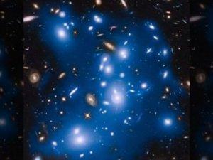 Hubble ölü galaksilerden gelen ışığı yakaladı