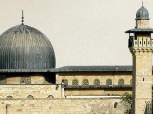 İsrail askerinden Mescid-i Aksa'ya çirkin saldırı