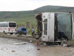 Öğrencileri taşıyan otobüs yan yattı: 43 yaralı