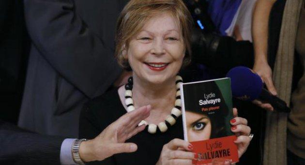Ağlama romanıyla en prestijli ödülü kazandı