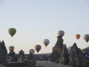 Balonlar Ata'ya saygı için havalandı