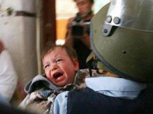 İsrail polisi 2 yaşındaki Filistinliyi tutukladı