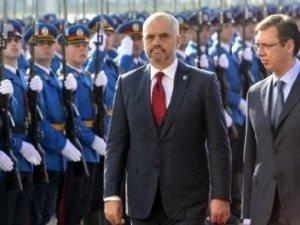Sırbistan ile Arnavutluk arasında protokol krizi