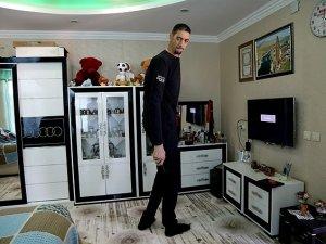 Dünyanın en uzun adamı İngiltere'ye gidiyor