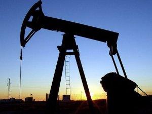 Petrol son 4 yılın en düşük fiyatını gördü