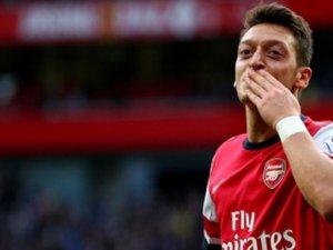Mesut Özil ile ilgili transfer iddiası