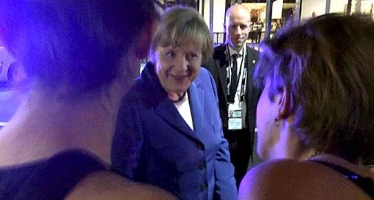 Merkel, G20 Zirvesi'nden önce bara gitti