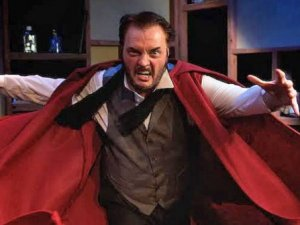 """""""Dr. Jekyll ve Mr. Hyde"""" işaret diliyle sahnede!"""