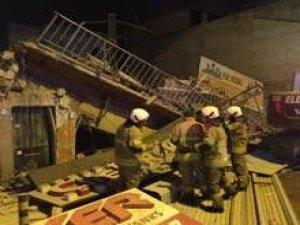 3 katlı bina yerle bir oldu!