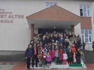 Kayserili iş adamı, Yüksekova'ya okul yaptırdı