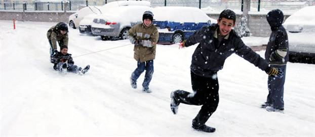 Bu da oldu! Antalya'ya kar yağdı, okullar tatil oldu..