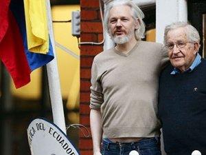 Chomsky'den sürpriz ziyaret
