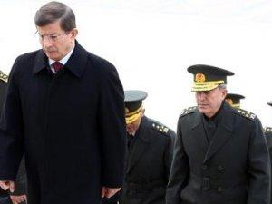 Davutoğlu ve YAŞ üyeleri Anıtkabir'i ziyaret etti