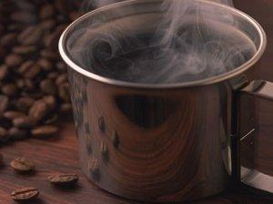 Kahvenin tadı kupa rengiyle alakalı mı?