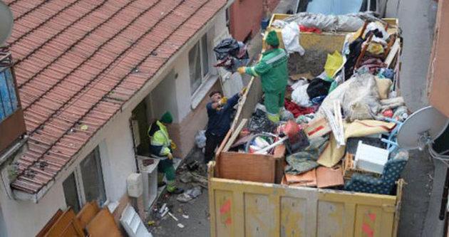 Bu evden 3 kamyon çöp çıktı