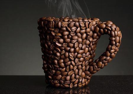 Kahvenin tadı kupanın rengine göre değişiyor