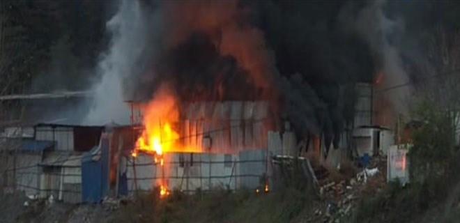 İstanbul'da hurdalıkta yangın çıktı