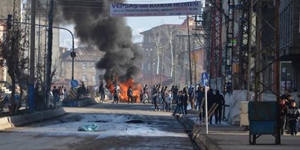Yüksekova karıştı: 1 kişi öldü