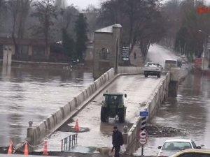 Köprüler trafiğe açıldı