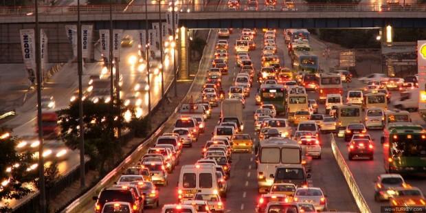 İstanbullular dikkat! Trafik saatte 40 dakikanızı çalıyor