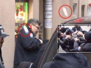 AKP'li eski vekile karakol önünde yumurta, adliye önünde tekme!