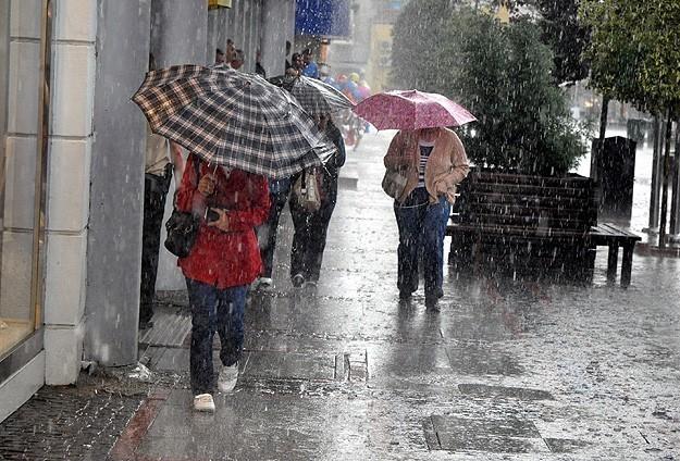 Antalya'da okullar sağanak yağış nedeniyle tatil edildi