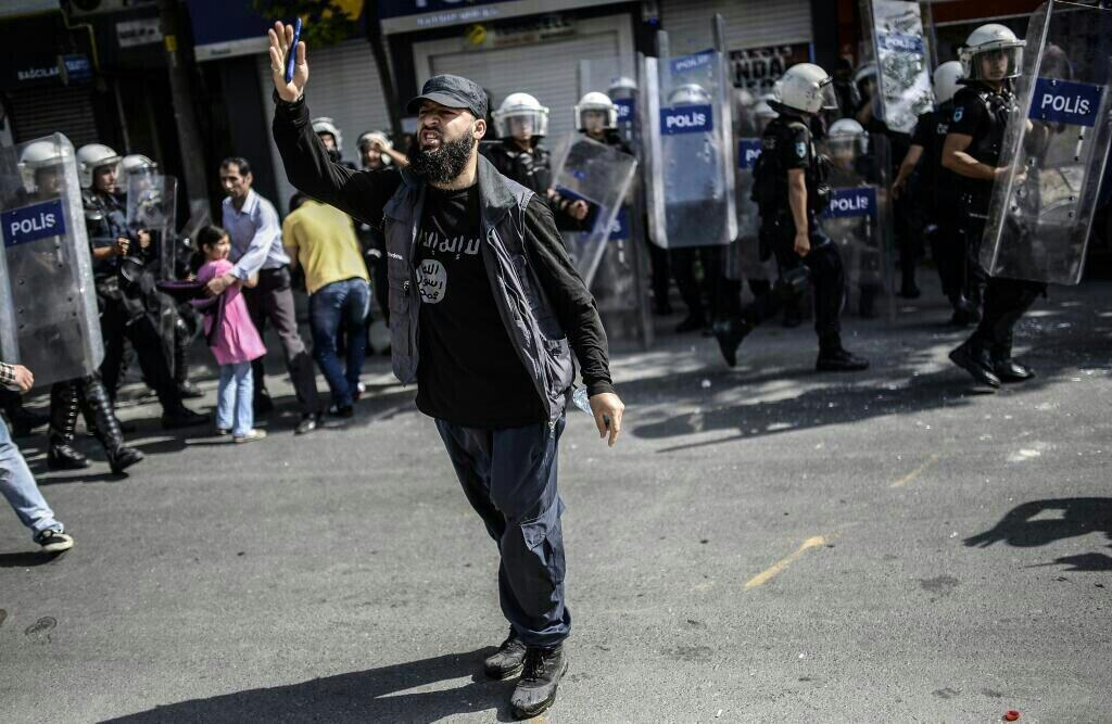 Telegraph: Türkiye, IŞiD ile ne zaman mücadele edecek?