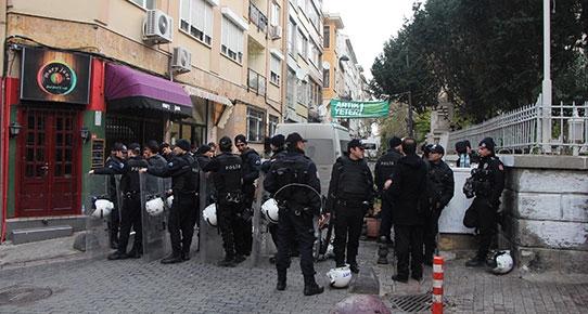 Kadıköy'deki Mahalle Evi'ne polis baskını