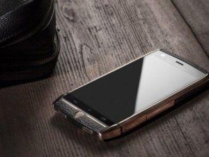 Lamborghini 6 bin dolarlık telefonunu tanıttı