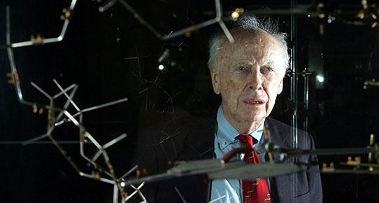 Rus işadamı satın aldığı Nobel ödülünü sahibine teslim ediyor