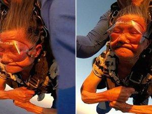 81 yaşında skydiving yaptı