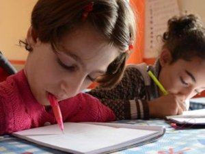 Maria Altay ilkokulu tamamladı fakat ortaokula gidemiyor...