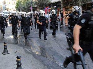 İstanbul Emniyet Müdürlüğü çevresindeki yollar trafiğe kapatıldı