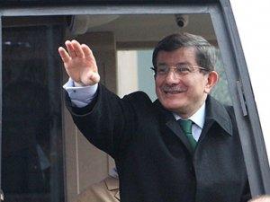 Başbakan Davutoğlu: Gazetecilikten alınmadılar