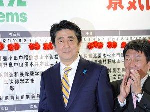 Japonya'da seçimin galibi Şinzo Abe'nin partisi oldu