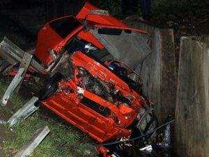 Otomobil menfeze uçtu: 2 ölü, 1 yaralı