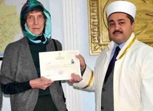 'Rockçı İmam'dan etkilendi, Antalya'da Müslüman oldu
