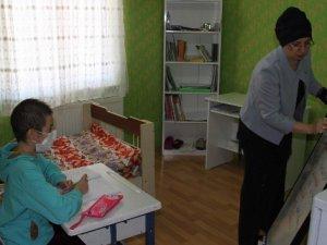 Rana okula gidemeyince odası sınıfa çevrildi