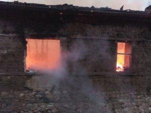 Yaşlı adam evinde çıkan yangında can verdi