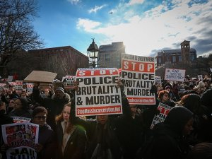 New York'ta polis şiddetine karşı protesto