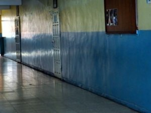 Sınıfın kapı kolu küçük çocuğu gözünden etti