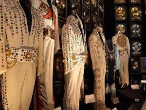 Elvis Presley, İngiltere'de anılıyor
