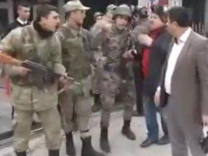 Ankara'da polis ve asker karşı karşıya geldi