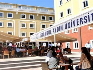 İstanbul Aydın Üniversitesi'nde kıyafet skandalı
