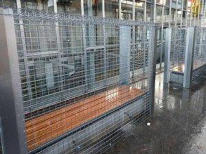 Fransa'da evsizlere kafes uygulaması!