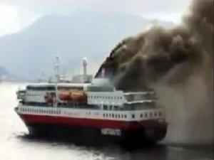 Adriyatik Denizi'nde 'Norman Atlantic' adlı gemi yanıyor