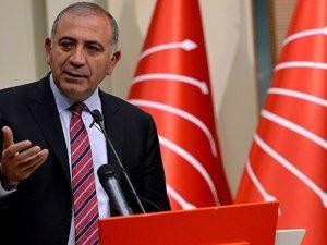 Davutoğlu'nun seçim şarkısının telifi Gürsel Tekin'de çıktı