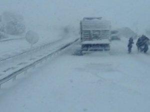 İzmir- İstanbul yolu trafiğe kapandı