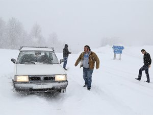 Kar yağışı geçit vermiyor, okullar tatil, seferler iptal